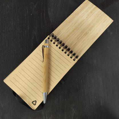libreta con bolígrafo madera bambú papel reciclado personalizada regalos empresas maestros profes eventos personal present